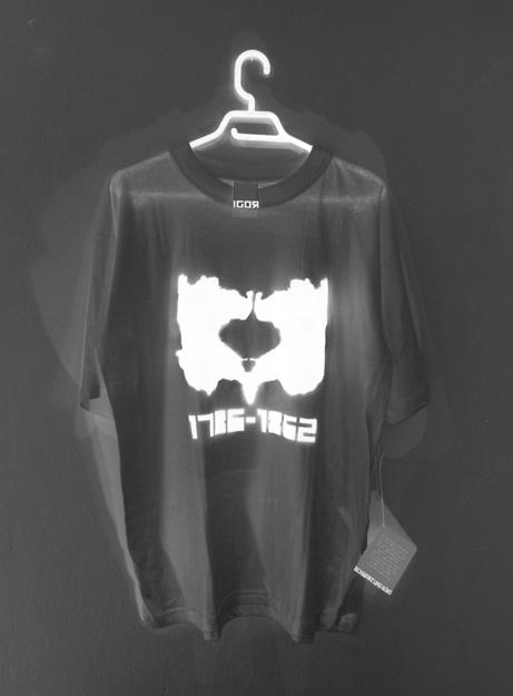 Schwartz und Weiss (T-shirt): 60 €